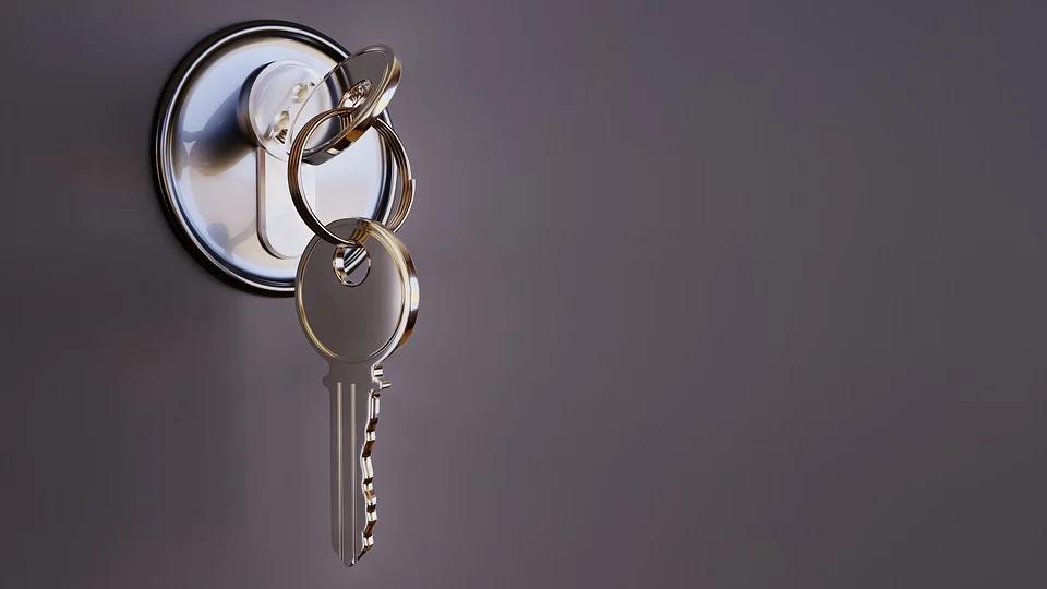 Klauzula poufności – jak skutecznie się zabezpieczyć